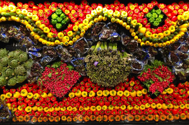 Frukt- och grönsaksvägg på ICA