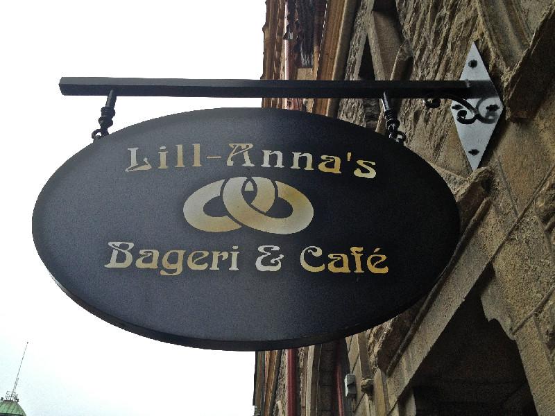 Robbans bästa besöker: Lill-Annas Bageri och Café