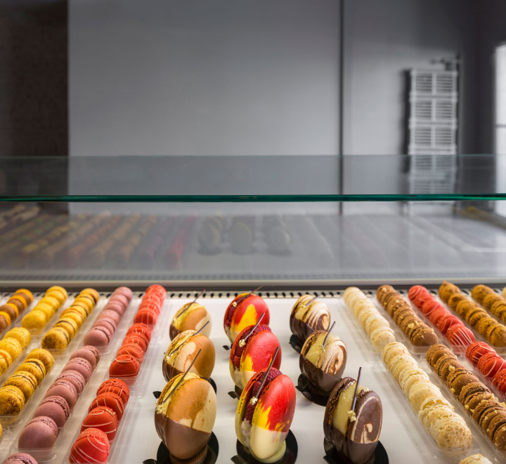 A-la-folie-patisserie-by-Atelier-Moderno-Montreal-Canada-08