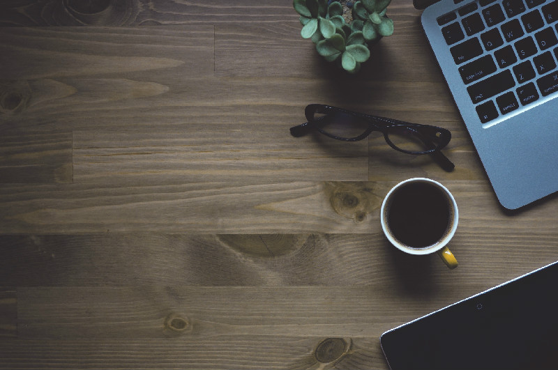 Jobba, blogga, plugga på kafé