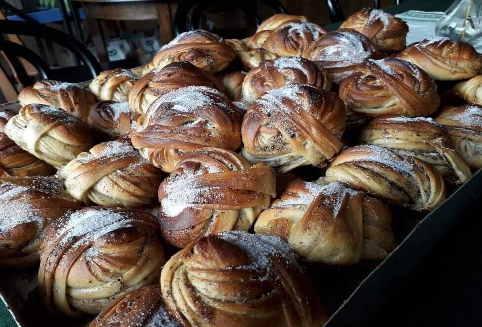 Bagaren Mattias Lindbäck tycker till om surdegsbröd