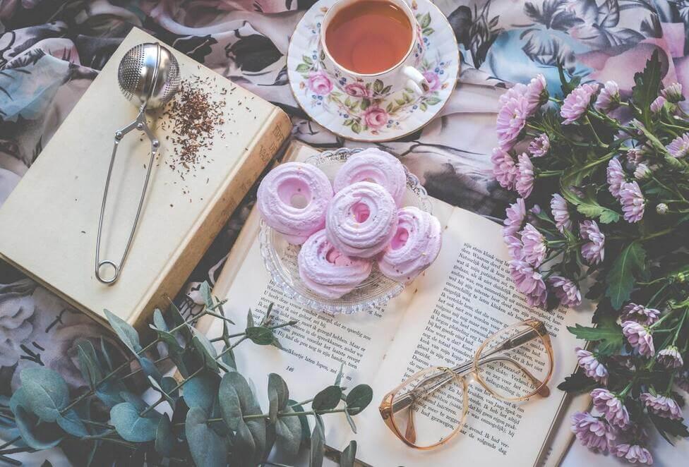 Blommor, te och kaffe