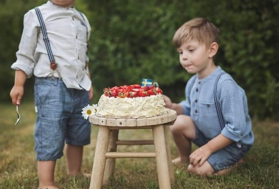 Trevlig midsommar – 25 midsommartårtor att spana in